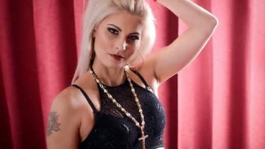 Geile Blondine im Sex Video Chat