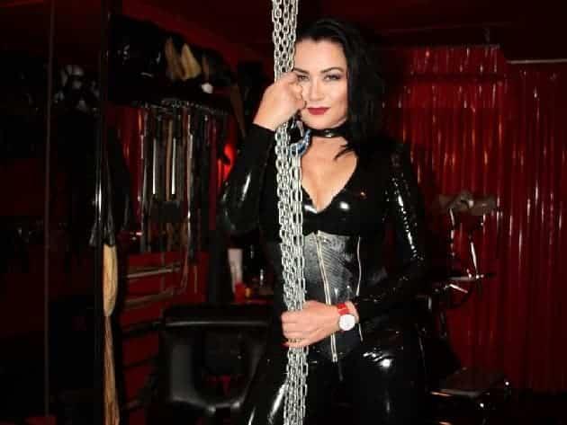 Erfahrene Domina empfängt ihre Subs im Porno Chat