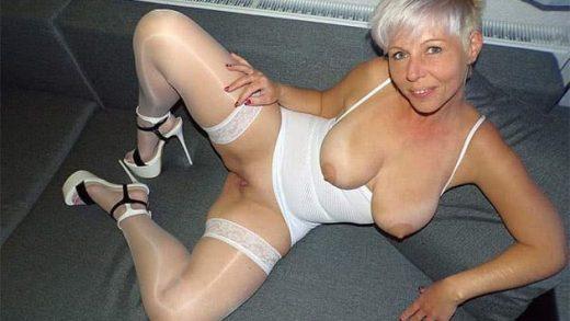 Reife deutsche Blondine nackt im Webcam Sex Chat