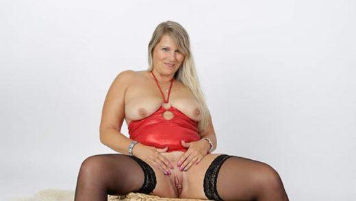 Live Sexchat kostenlos mit blonder Hausfrau